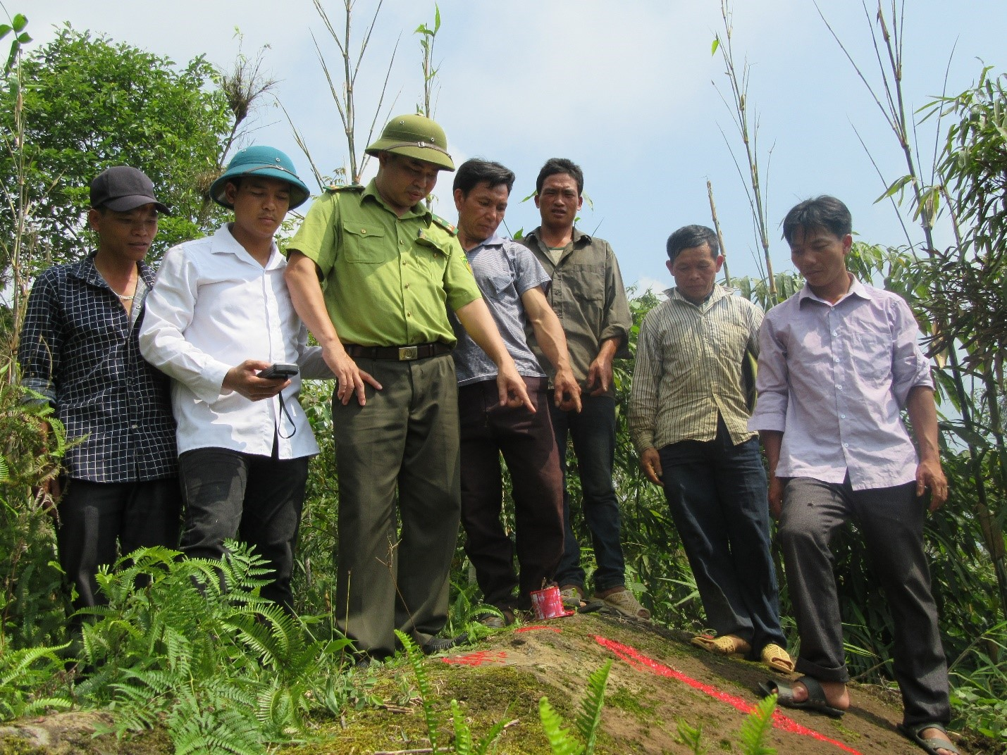Resolving problems arising during the process of land measurement and boundaries identification in Den Sang commune